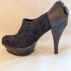 Lisa for Donald J Pliner Black Suede Platform Shoe